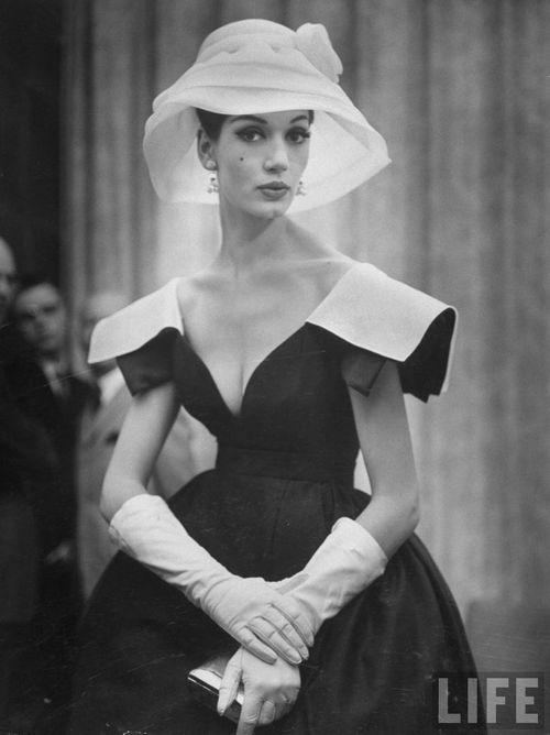Fifties Fashion shoulder detail